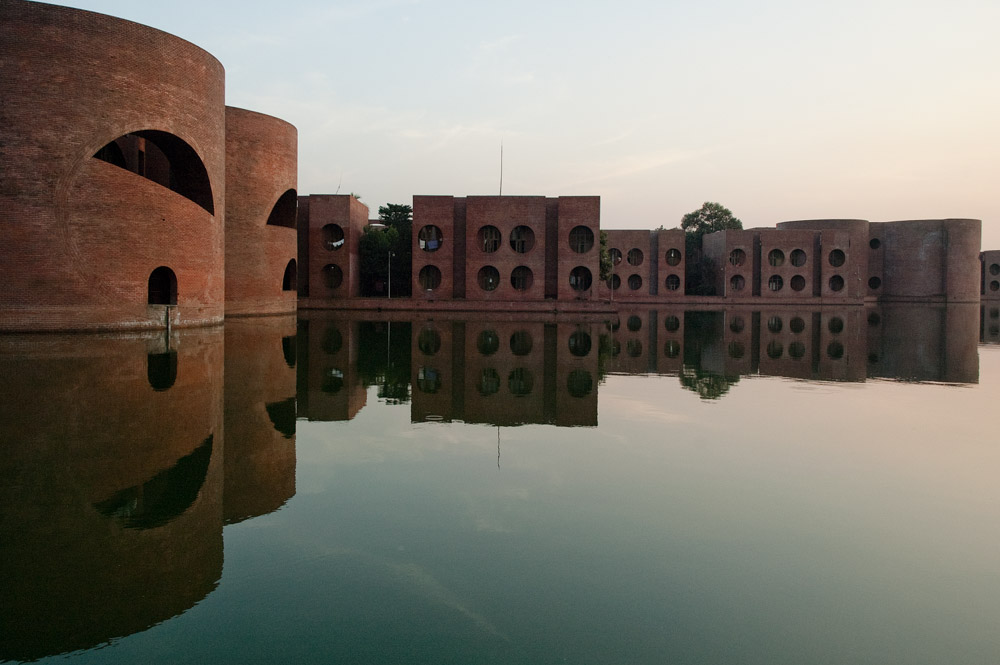 National assembly building of bangladesh louis kahn a for Louis i khan